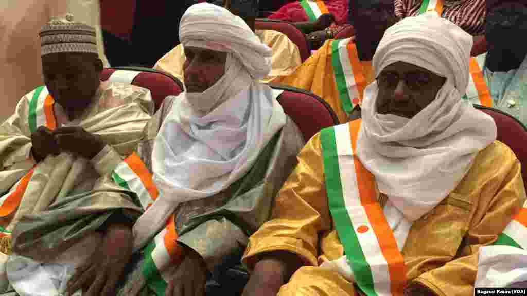 Des députés nigériens nouvellement élus lors de la première séance de la nouvelle Assemblée Nationale. Les élus de l'opposition ont boycotté la cérémonie au Palais des Congrès de Niamey, jeudi 24 mars 2016.