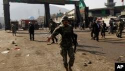 کابل میں دھماکے کی جگہ پر موجود سکیورٹی اہلکار