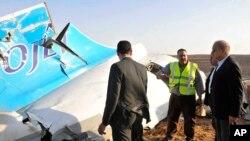Sur les lieux du crash en Egypte, samedi 31 octobre 2015. (Suliman el-Oteify, Egypt Prime Minister's Office via AP)