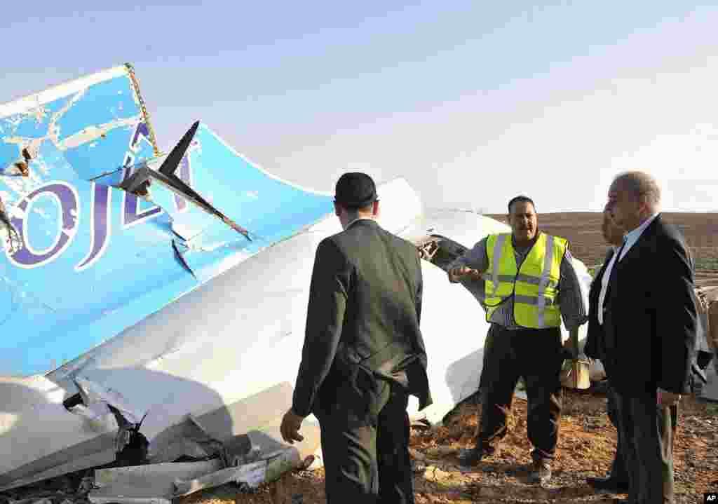 روس اور مصر کے تفتیش کار مصری علاقے جزیرہ نما سینا میں گر کر تباہ ہونے والے روسی مسافر طیارے کے واقعے کی تحقیقات میں مصروف ہیں۔