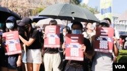 香港中文大学学生举行集会支持被警察开枪打伤的中学生(2019年10月3日,美国之音鸣笛拍摄)
