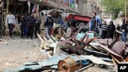 Sebuah serangan bom menghacurkan sebuah cafe di Baghdad, Irak (21/11)
