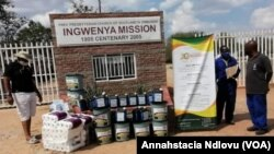John Tallach High School headmaster and other people receiving goods donated by the Zimbabwe Christian Alliance. (Courtesy Photo: Zimbabwe Christian Alliance)
