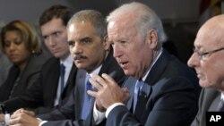 美國副總統拜登表示﹐必須就持槍暴力問題立即採取緊急行動。