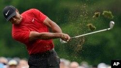 မွတ္တမ္းဓါတ္ပံု- နာမည္ေက်ာ္ ေဂါ့ဖ္ကစားသမား Tiger Woods