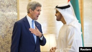 Ngoại trưởng John Kerry gặp Đông cung Thái tử Sheikh Mohammed Bin Zayed của Tiểu vương quốc Ả Rập Thống nhất ngày 23/11/2015.