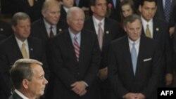 Спикер Палаты представителей Джон Бенер принимает присягу во время первой сессии 112-го Конгресса. 5 января 2011.