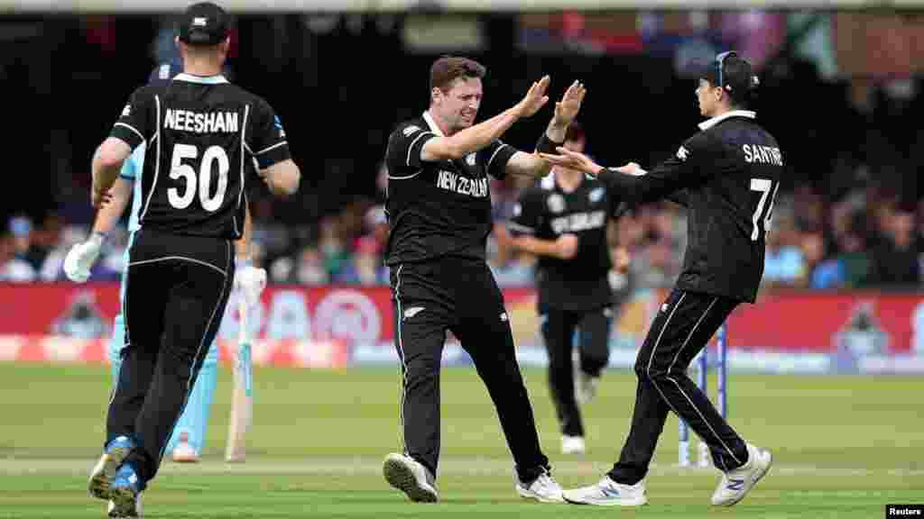نیوزی لینڈ کی ٹیم کی جانب سے بھر پور مقابلہ کیا گیا لیکن انگلینڈ کی ٹیم زیادہ باونڈریز کی بنیاد پر کامیاب قرار پائی۔