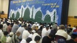 Muslim Indonesia dan muslim AS melakukan shalat Eid di Gaithersburg, Maryland di luar kota Washington DC (foto: dok). Muslim di Amerika mengalami perkembangan yang pesat pasca serangan 11 September tahun 2001.