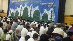 Masyarakat Muslim Indonesia di AS merayakan shalat Eid di Gaithersburg, negara bagian Maryland (foto: dok). Berkumpul bersama sesama warga Indonesia menjadi obat rindu kampung halaman selama Ramadan dan Idul Fitri.