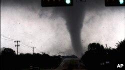 El Trans-Niño también estuvo presente en el 2011que coincidió con una fuerte temporada de tornados en EE.UU.