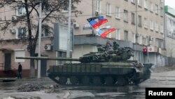 Proruski separatisti na tenku u Donjecku, 1. februar, 2015.