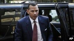 Alex Rodríguez abandona una reunión con la Liga de beisbol.