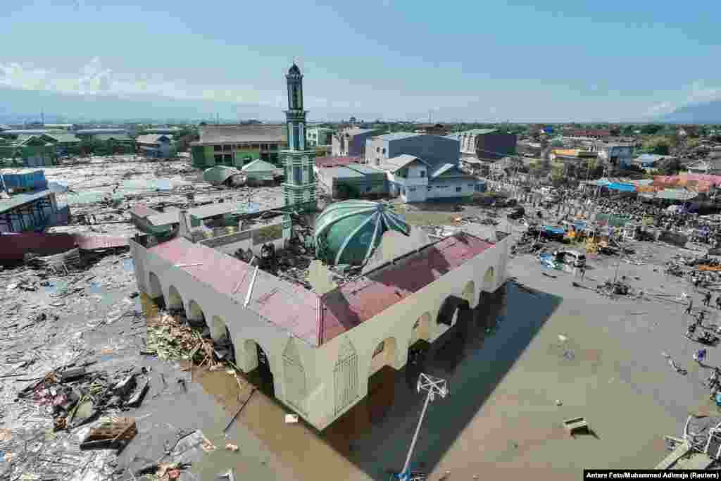 An aerial view of the Baiturrahman mosque, which was hit by a tsunami after a quake in West Palu, Central Sulawesi, Indonesia, Sept. 30, 2018.