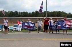 Başkan Trump'ı Wilmington ziyaretinde bir grup destekçisi karşıladı