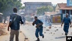 Polisi wajaribu kuwatawanya waandamanaji mjini Bujumbura