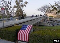 加大欧文分校校区内出现的星条旗(美国之音国符拍摄)