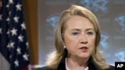 Menteri Luar Negeri AS Hillary Clinton memberikan keterangan pers saat peluncuran laporan tahunan soal HAM oleh Deplu AS hari Kamis (24/5).
