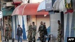Сирійські сили безпеки патрулюють місто, обмежуючи масові зібрання.