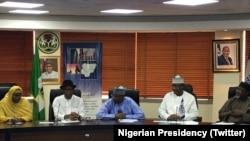 A lokacin da shugaban INEC, Farfesa Mahmood Yakubu ya gana Da Shugabanni Da Daraktocin Hukumar Zaben Kasa