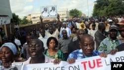 """Malian journalists take to the streets of Bamako during a day of """"Dead Press"""" to protest recent attacks against journalists by armed men believed to be linked to the former junta, July 17, 2012."""