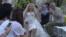 مانکن کوچولو در لباس عروس در نمایش مد کوتوله ها در دبی؛ به امید باز کردن ذهن مردم ناحیه نسبت به اختلال رشد کوتولگی