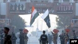 2018年12月8日印度與巴基斯坦邊境日常的交接儀式。
