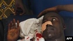 Một người đi trên đường bị trúng đạn do lực lượng an ninh trung thành với ông Gbagbo bắn