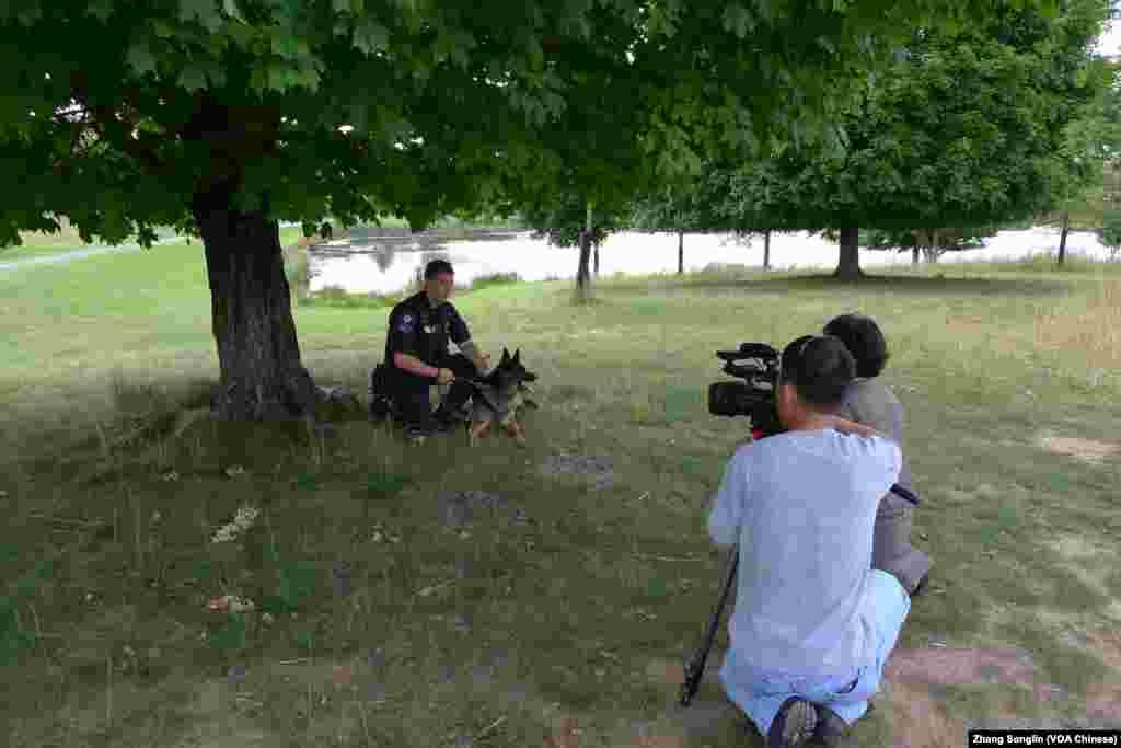 记者亚微、张松林采访马歇尔警士
