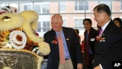 联邦参议员卡丁与台湾驻美代表袁健生参加农历春节阖家欢乐日活动