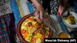 Le couscous, dont la renommée a largement dépassé les frontières du Maghreb, est un sujet sensible dans la région.