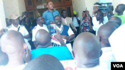 Unobhala jikelele wenhlanganiso yabongi, eye Zimbabwe Nurses Association, uMnu. Enock Dongo