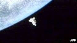 Phi thuyền Discovery rời Trạm Không gian Quốc tế trở về Trái Ðất