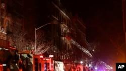 Chung cư bị cháy ở thành phố New York, ngày 28/12/2017.