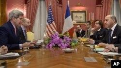 ABD ve Fransa dışişleri bakanları John Kerry ve Laurent Fabius İran tarafıyla görüşmeler için Lozan'da bulunuyor
