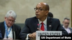 로버트 우드 미 군축담당 대사가 27일 스위스 제네바에서 열린 유엔 군축회의에서 발언하고 있다.