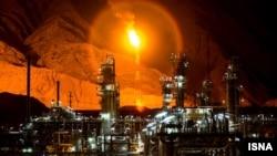بخشی از تاسیسات میدان گازی «پارس جنوبی» ایران در حاشیه خلیج فارس - آرشیو