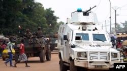 La police onusienne dans le quartier Combattant de Bangui, 14 septembre, 2015.