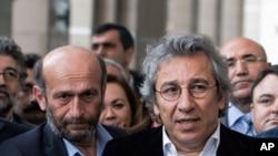 Jurnalistlər Can Dündar və Erdem Gül