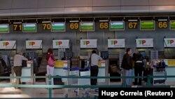 Balcões da TAP no aeroporto de Lisboa, Portugal