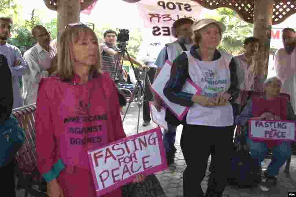 امریکی مظاہیرن احتجاج کرتے ہوئے