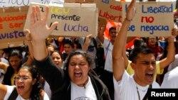Los jóvenes han encontrado en las redes sociales y en internet la mejor herramienta para organizarse y estar informados en Venezuela.