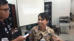 Direktur LBH Pers, Ade Wahyudin, usai menggelar konferensi pers di kantor AJI, Jakarta, Senin, 2 September 2019. (Foto: VOA/Sasmito)