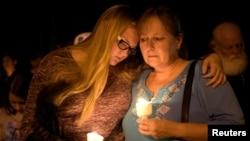Жители Сазерленд Спрингс скорбят по погибшим