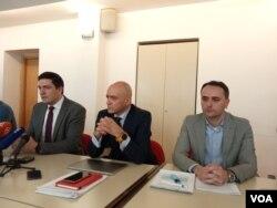 Press konferencija Federalnog ministarstva zdravstva: Mirza Palo (SZO), Goran Čerkez (Federalno ministarstvo zdravstva) i Sanjin Musa (ZZJZ FBiH).