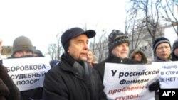 Лев Пономарев (в центре). Москва. Россия. 16 января 2011 года
