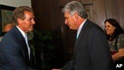 Джефф Флейк и вице-президент Кубы Мигель Диас
