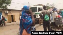 Les voyages clandestins se pratiques de plus belle dans la capitale du Tchad, le 8 mai 2020. (VOA/André Kodmadjingar).