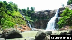 Salah satu air terjun yang terdapat di kawasan Geopark Nasional Ciletuh. (Foto: courtesy geopark-ciletuh.blogspot.co.id)