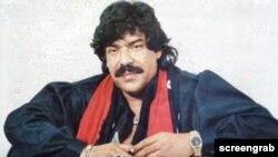 شوکت علی نے اپنے کریئر کا آغاز ساٹھ کی دہائی میں کیا جب پاکستانی پنجابی فلموں کا بول بالا تھا۔ پہلا اردو فلمی گیت 'ماں کے آنسو ' اور پہلا پنجابی فلمی گیت پنجابی فلم 'تیس مار خان' میں گایا جو بے حد مقبول ہوئے۔